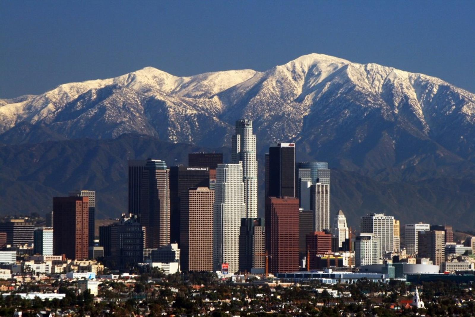 Los Angeles offers Students the Glamour of Hollywood and Beyond