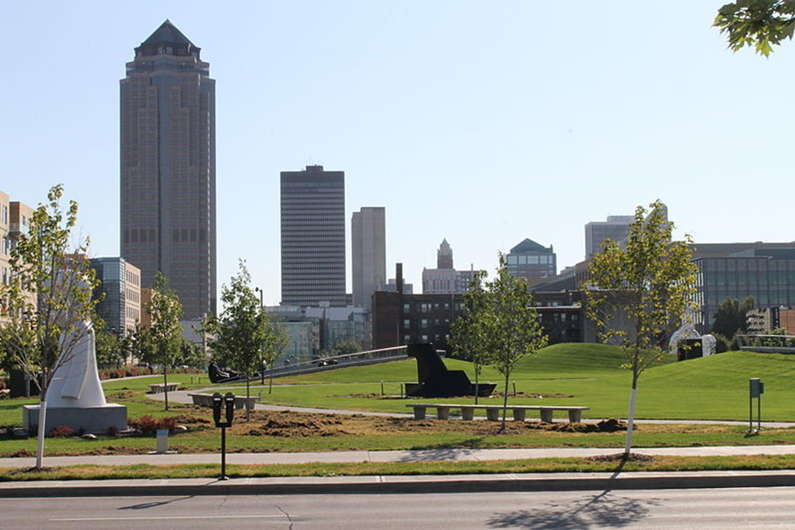 Student travel to the heart of des moines iowa for Iowa largest craft show