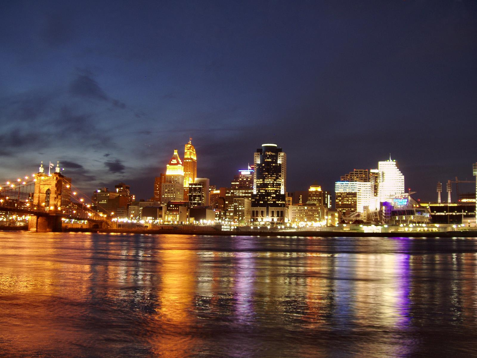Welcome to the Queen City: Student Travelers Get the Royal Treatment in Cincinnati