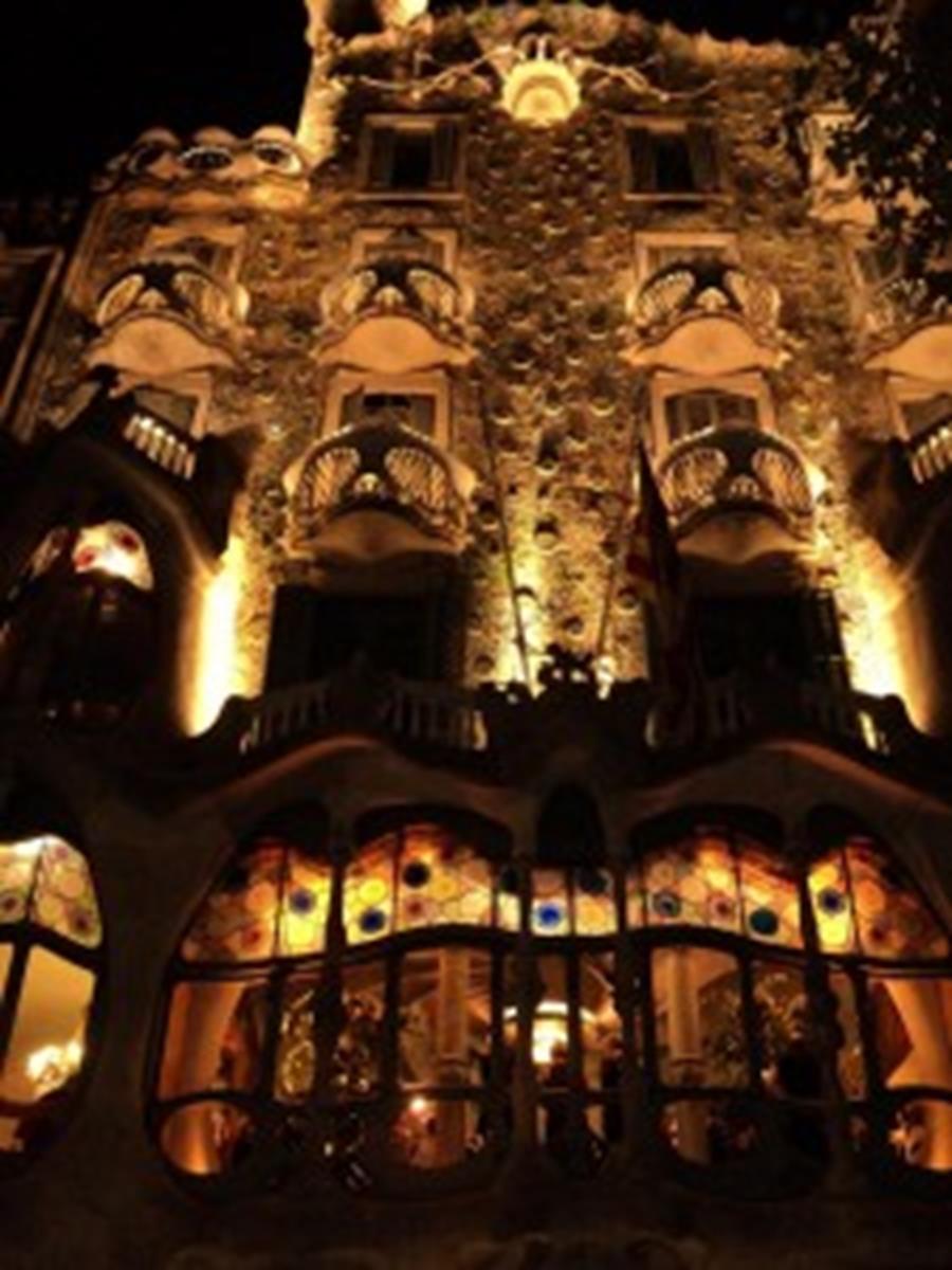 Casa Batllo at night