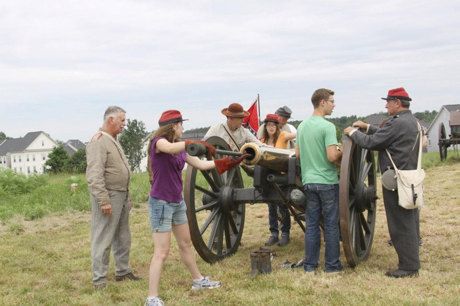 Students explore Manassas National Battlefield Park