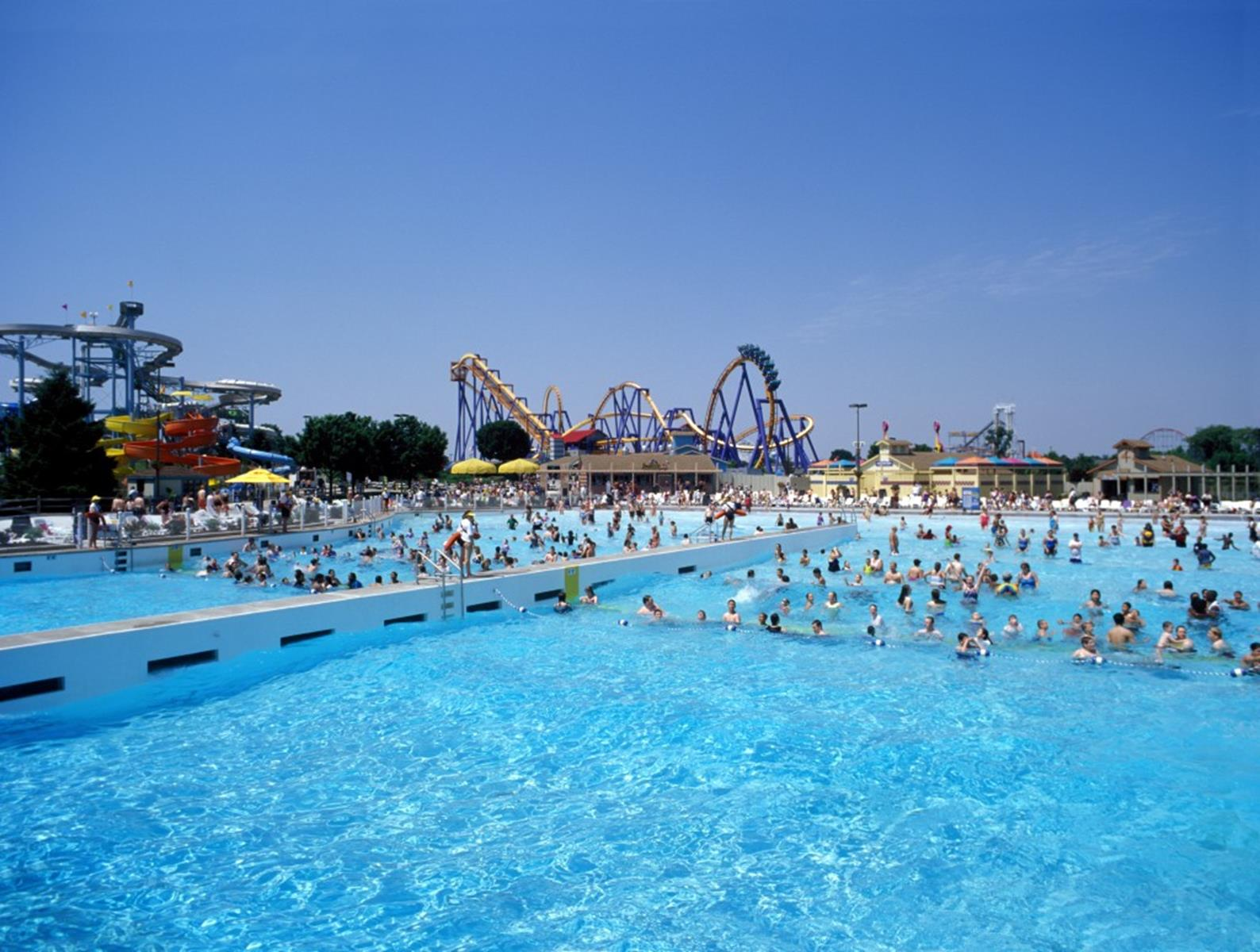 Wildwater-Kingdom-Wave-Pool