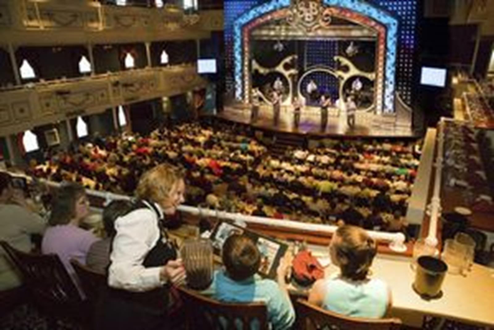 Dinner show on the Showboat Branson Belle. Photo courtesy of the Branson/Lakes Area Convention and Visitors Bureau.