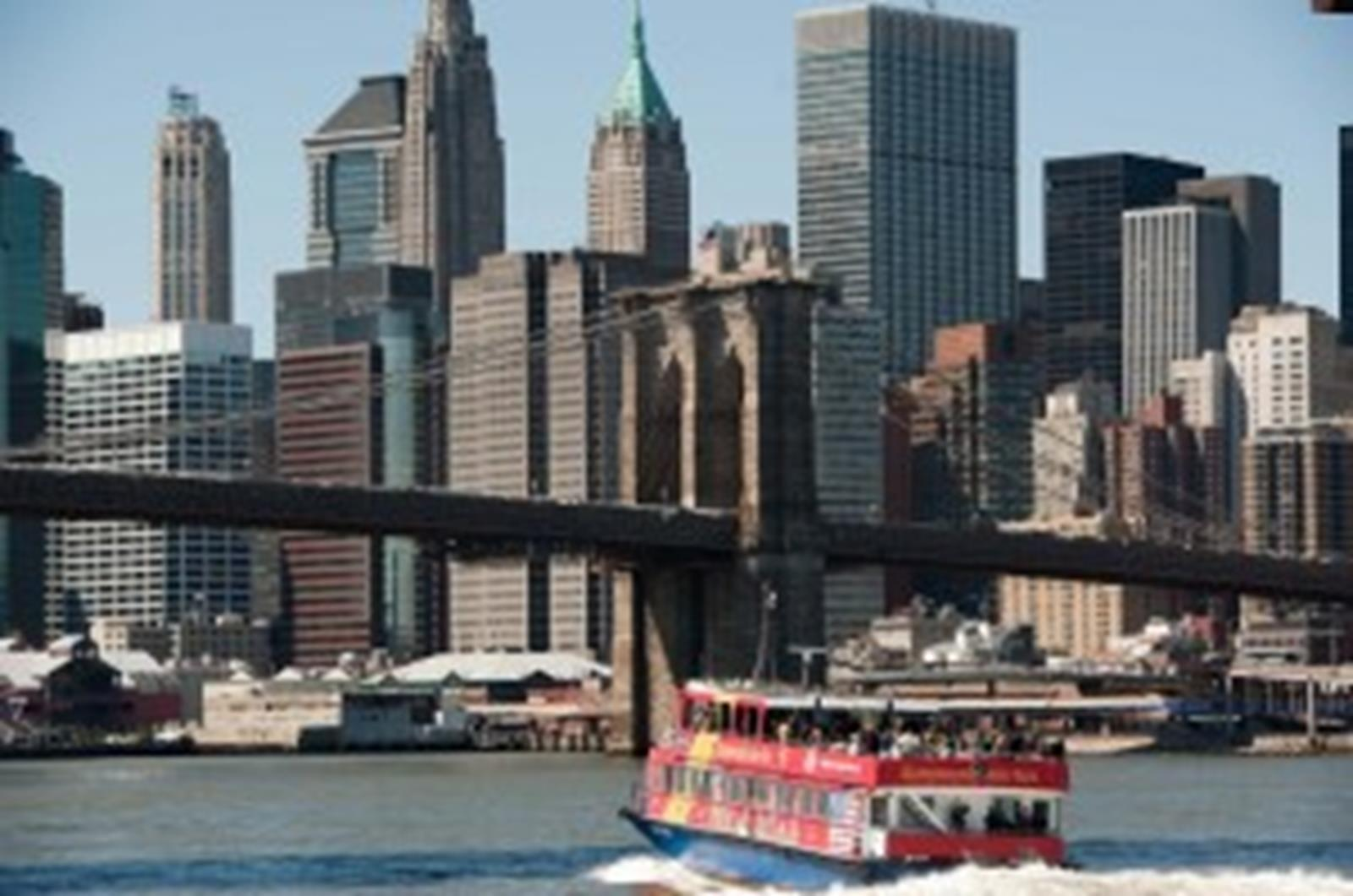 CitySightseeing New York® cruises sail under the Brooklyn, Manhattan and Williamsburg bridges.