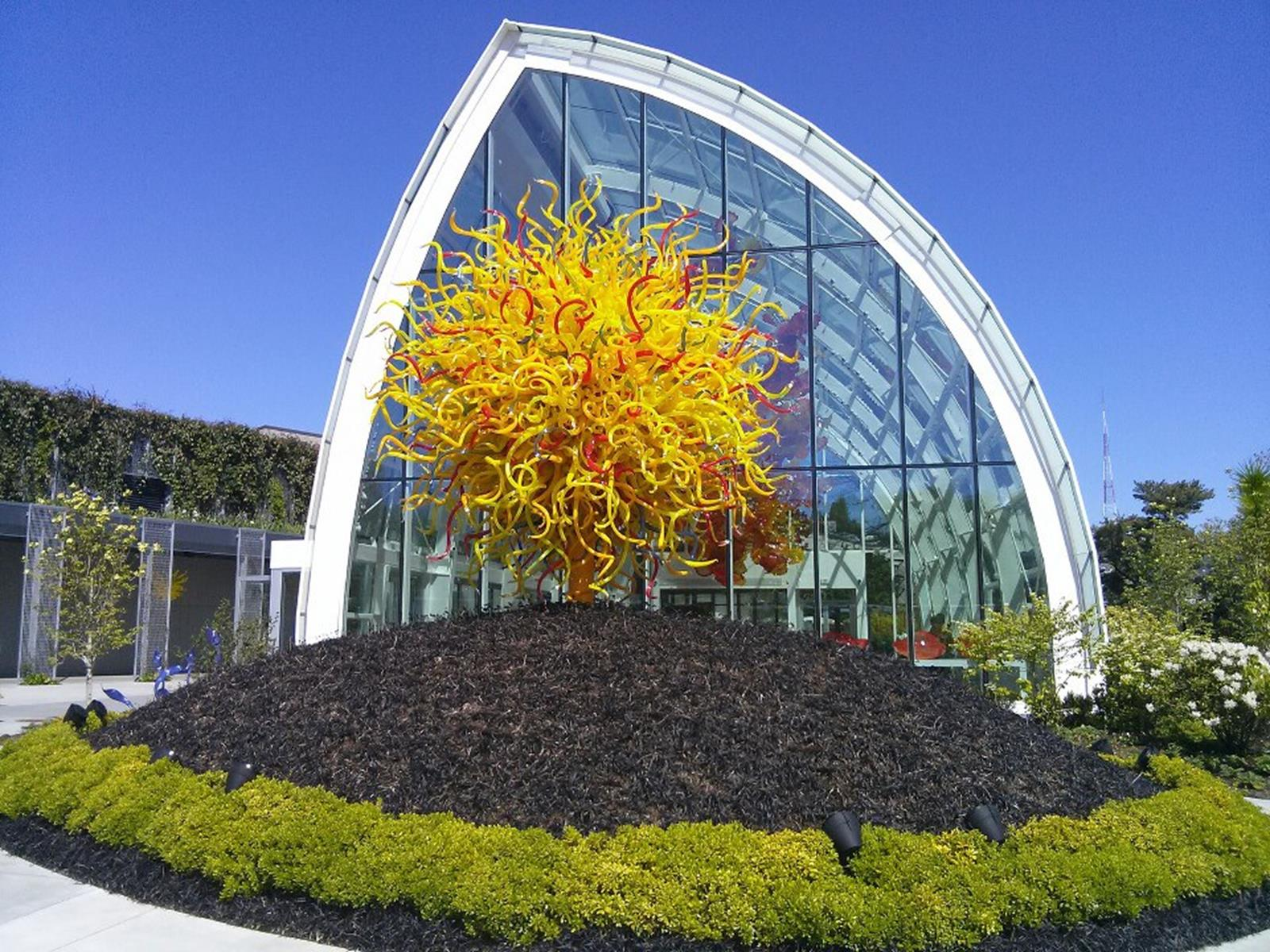 Chihuly Garden and Glass. Credit Jrcla2 at en.wikipedia