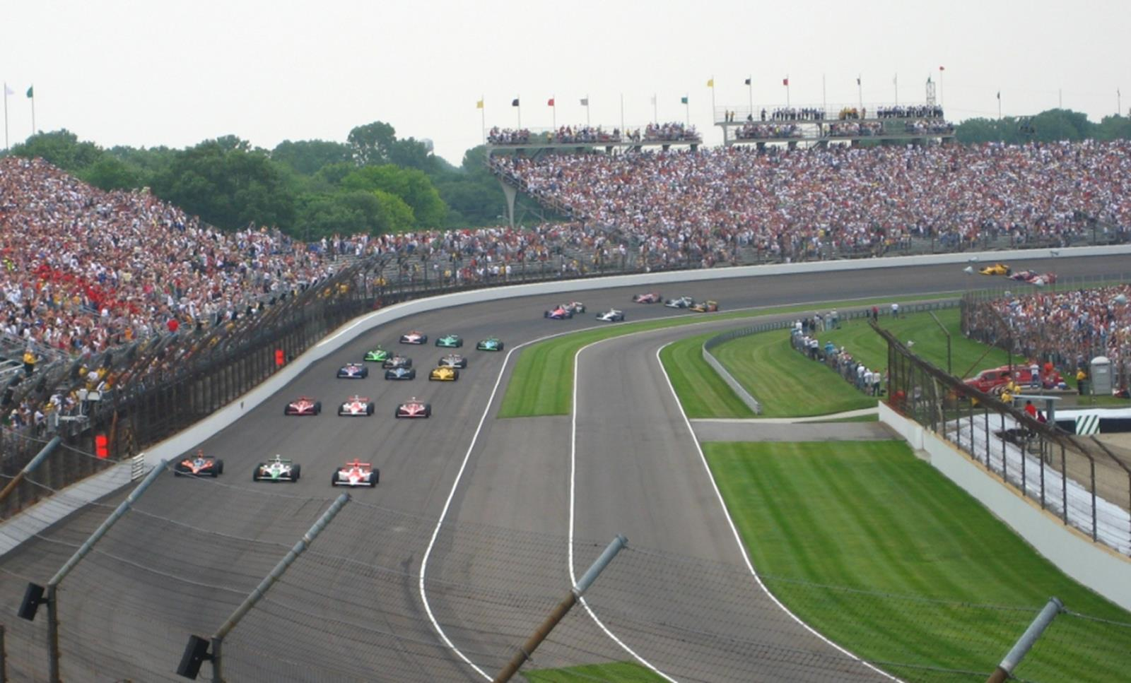Start of Indianapolis 500. Credit The359 at en.wikipedia