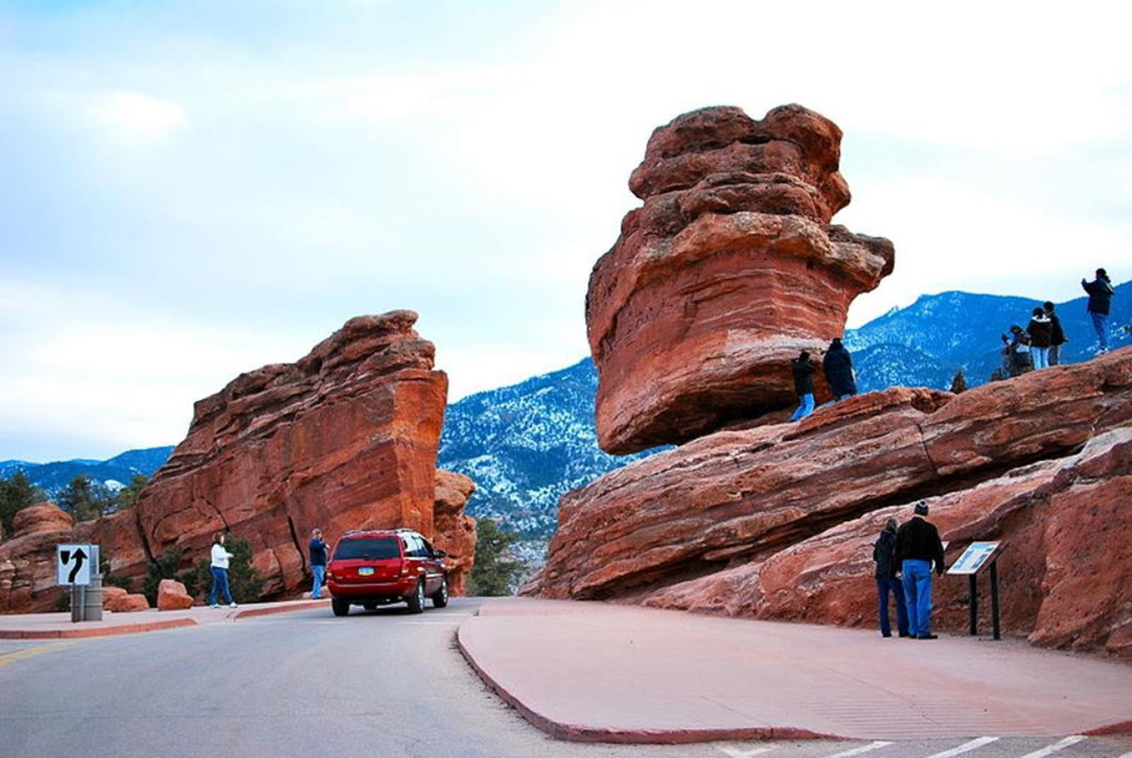 Steamboat Rock and Balanced Rock in 2010. Credit: AHodges7