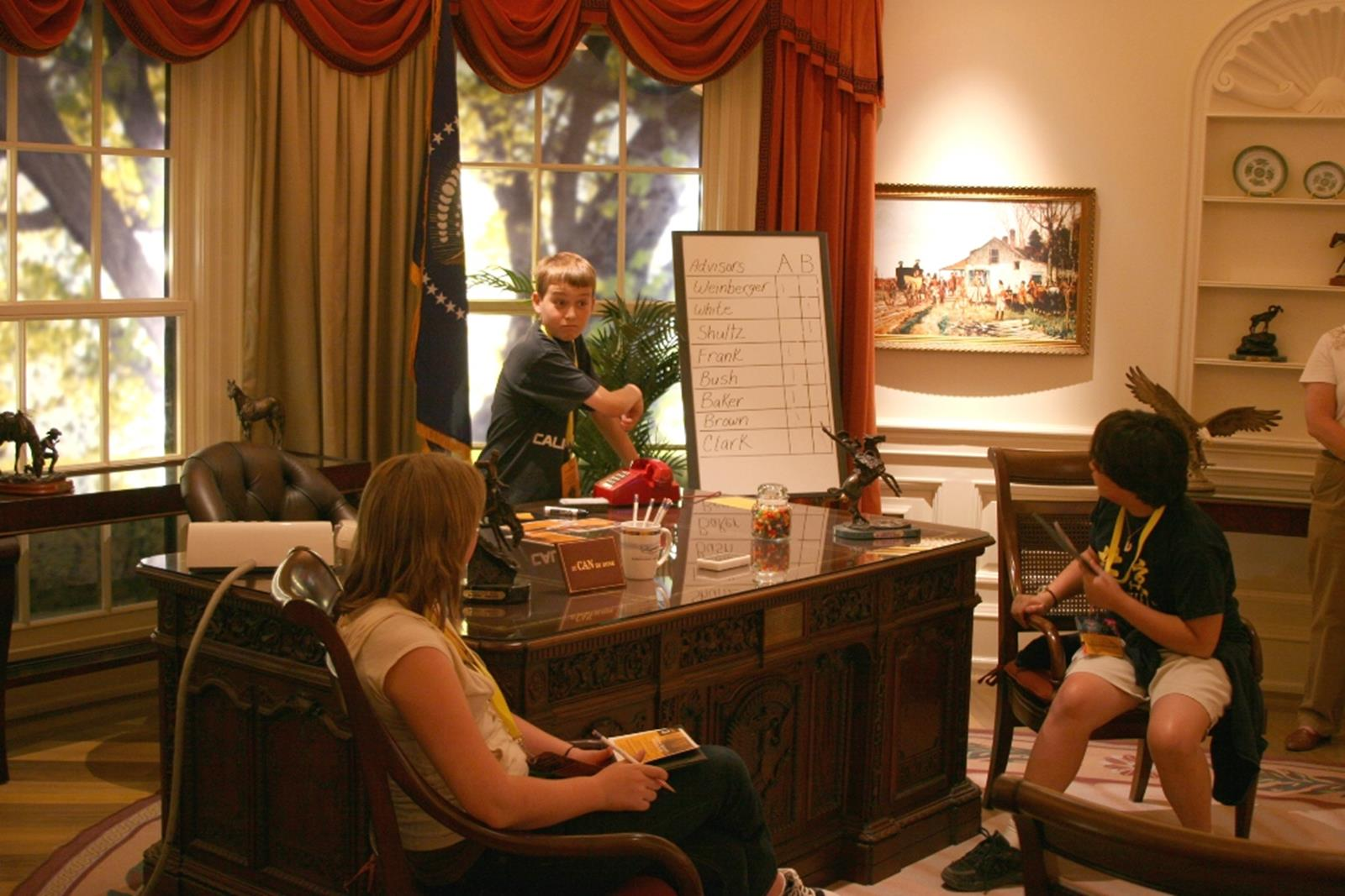 Students reenact in Discovery Center's Oval Office. Credit: Discovery Center