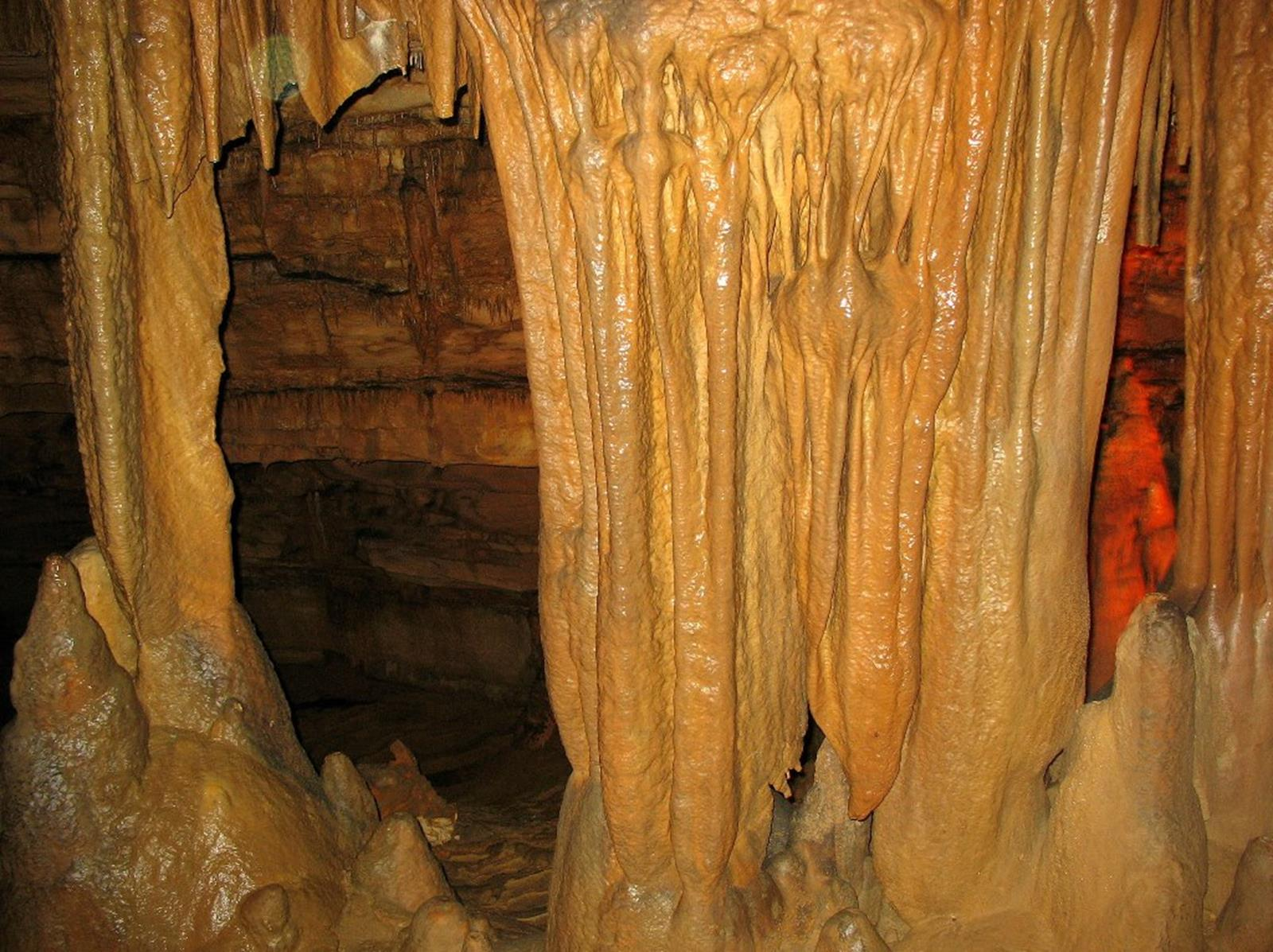 Marengo Cave. Credit FTSKfan at en.wikipedia