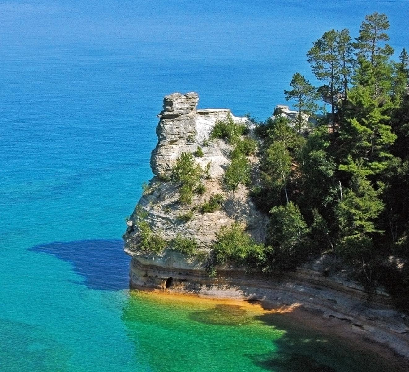 Pictured Rocks National Lakeshore. Credit Charles Dawley at en.wikipedia