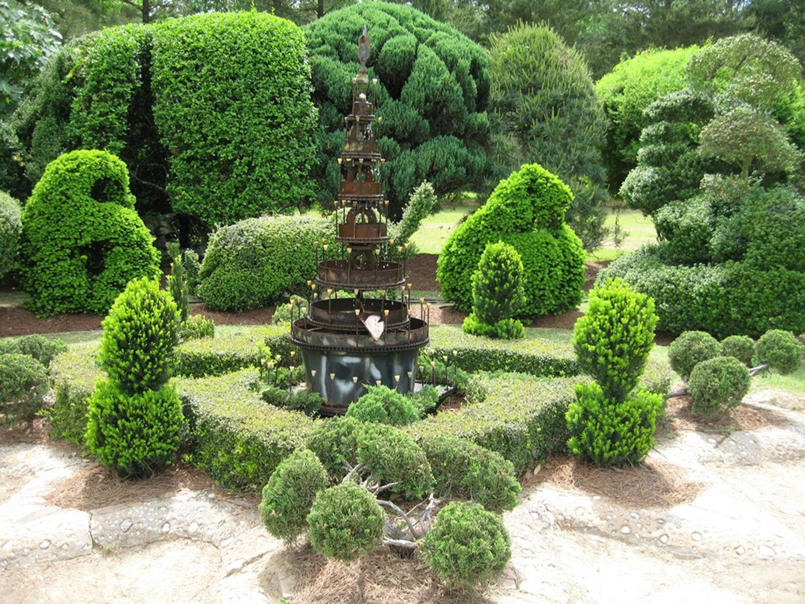 Pearl Fryar Topiary Garden. Credit: Florence Convention & Visitors Bureau