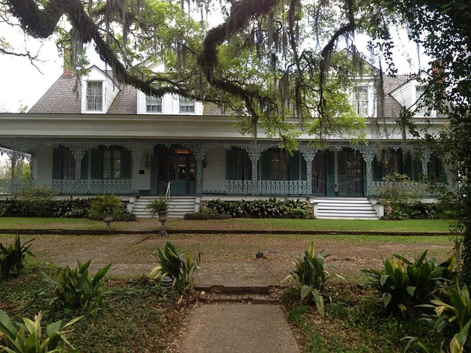 A Front View of the Myrtles Plantation. Credit: Cking81
