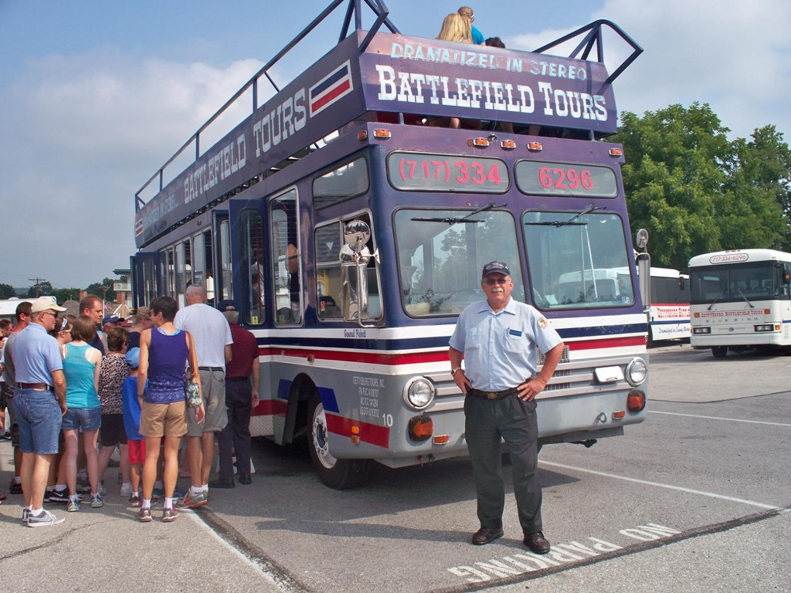A group getting ready to board the double-decker bus. Credit: Gettysburg Double Decker Bus