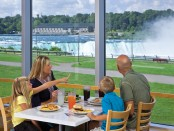 family eating while looking at Niagara falls