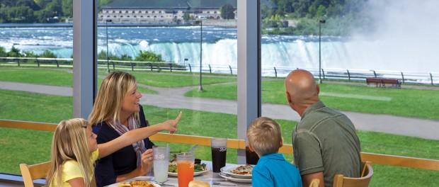 family eating while looking at Niagara falls
