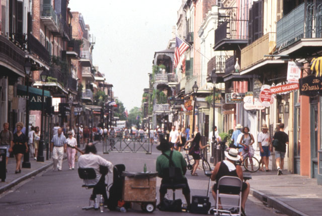 Musicians preform for visitors of the Frrench Quarter. Credit: NewOrleansOnline.com