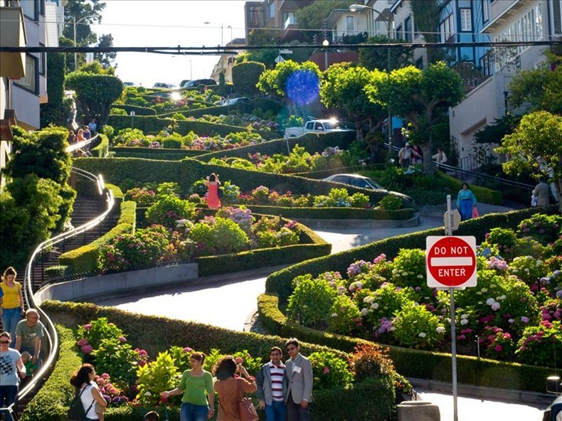 """Lombard """"Crooked"""" Street"""