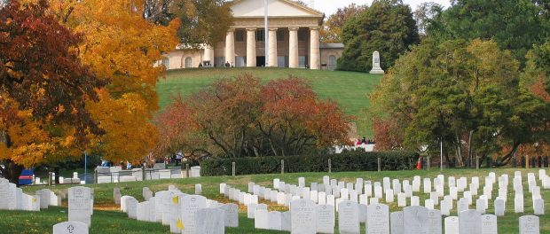 credit https://en.wikipedia.org/wiki/Arlington_National_Cemetery#/media/File:SMA_Dunway_Burial_at_Arlington_National_Cemetery_2008.jpg