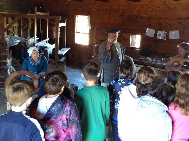 Textiles tour for the Fort at No. 4